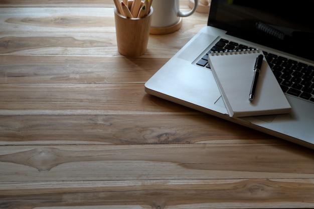 Acessório de espaço de trabalho e escritório