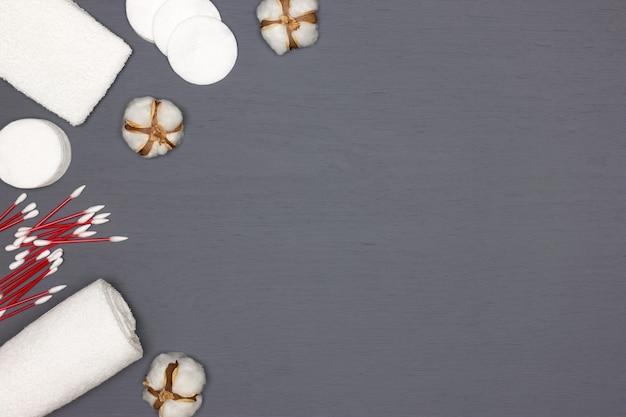 Acessórios cosméticos de beleza de algodão para remoção de maquiagem e limpeza de pele copiar espaço