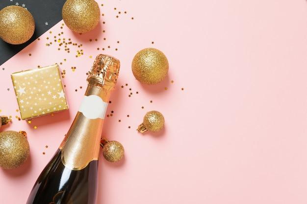 Acessórios de ano novo e garrafa de champanhe