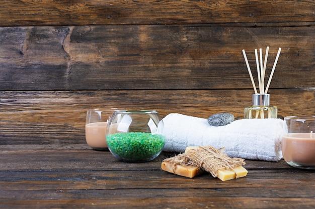 Acessórios de banheiro. produtos de spa e de beleza. conceito de cosméticos naturais spa e bodycare ameaça orgânica.