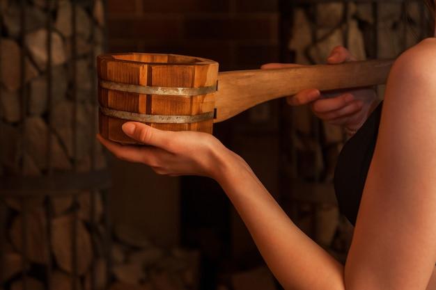 Acessórios de banho em madeira
