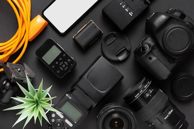 Acessórios de conceito de fotografia em fundo preto