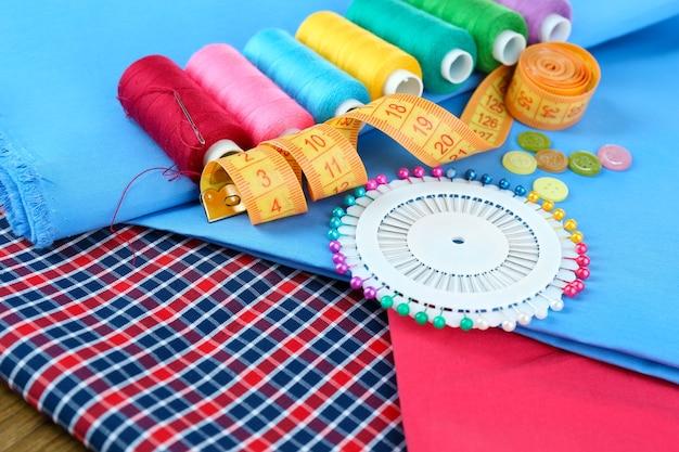Acessórios de costura de perto Foto Premium