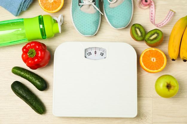 Acessórios de estilo de vida saudável em fundo branco, vista superior