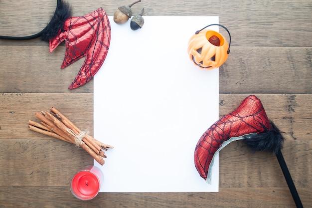 Acessórios de halloween criativos e decorativos com espaço de cópia de papel