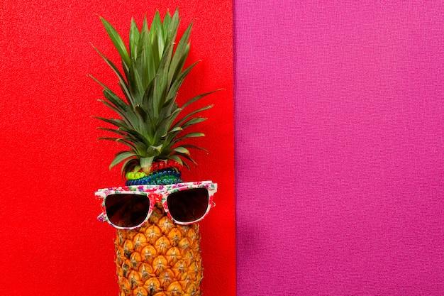 Acessórios de moda de abacaxi hipster e frutas