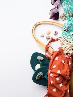Acessórios de moda feminina praia copyspace
