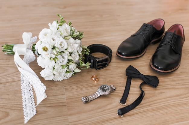 Acessórios de noiva e vassoura