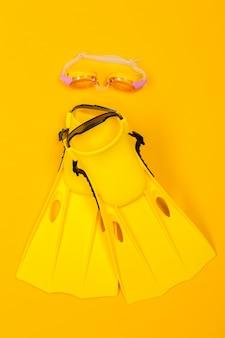 Acessórios de praia em amarelo