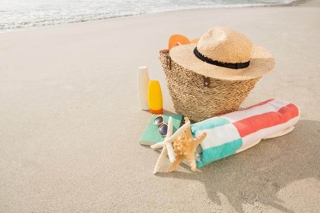 Acessórios de praia na areia