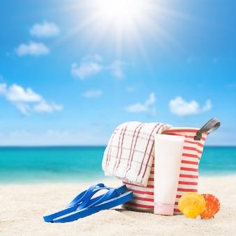 Acessórios de praia na praia tropical
