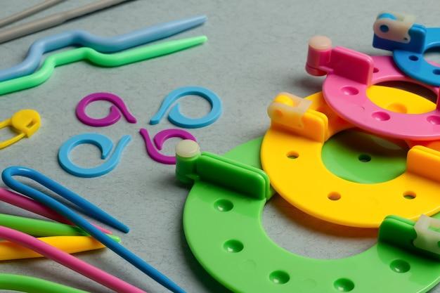Acessórios de tricô manual de plástico multicolorido