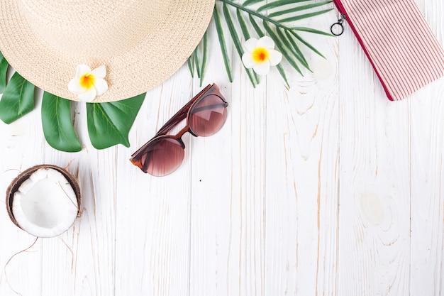 Acessórios de verão de composição de viagens exóticas