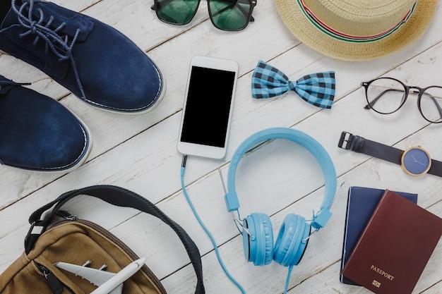 Acessórios de visão superior para conceito de viagem. lista de telefones celulares