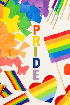 Acessórios do orgulho gay em cima da mesa