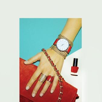 Acessórios elegantes. o vermelho é sempre uma tendência. bijuterias e bolsas da moda.