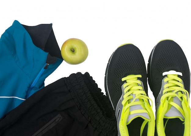 Acessórios esportivos para fitness isolado no branco