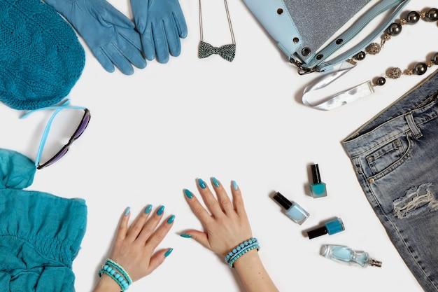 Acessórios femininos e de manicure azul na moda