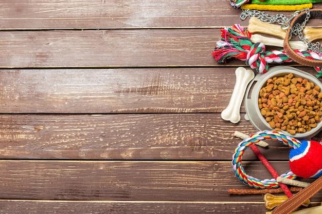 Acessórios para animais, comida, brinquedos. vista do topo