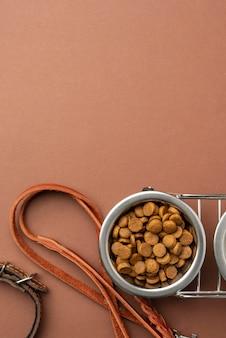 Acessórios para animais de estimação com tigela de comida completa