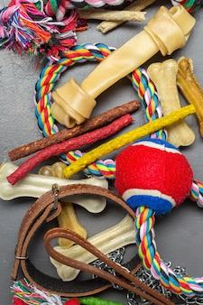 Acessórios para animais de estimação, comida e brinquedos