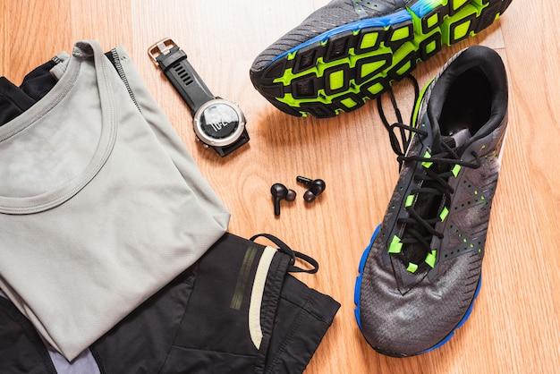 Acessórios para correr com fones de ouvido sem fio com um relógio ultra trail gps.