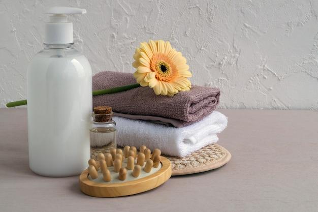 Acessórios para cuidados com o corpo e cabelo.