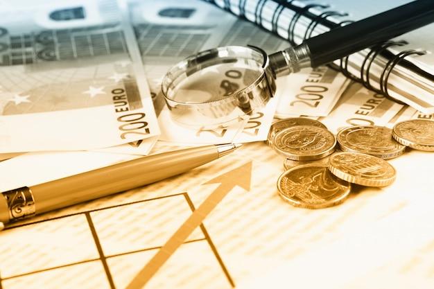 Acessórios para fazer negócios no escritório, em cima da mesa