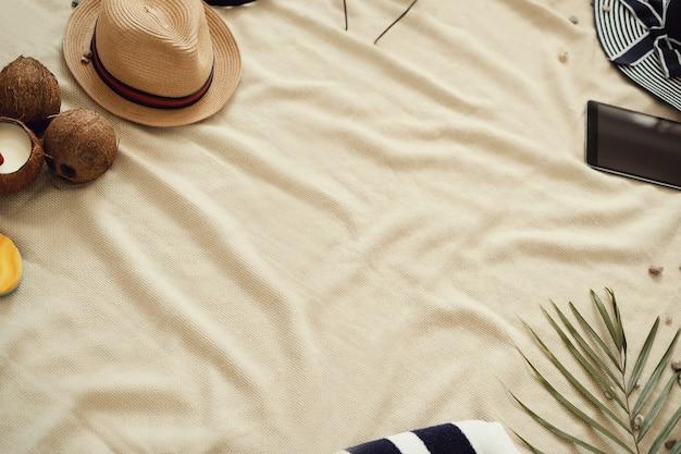 Acessórios para férias de verão, vista superior de fundo