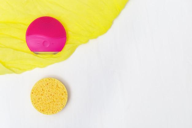 Acessórios para limpeza de pele, escova cilicone elétrica de cor vermelha e esponja cosmética de celulose