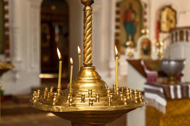 Acessórios para o batizado de crianças ícones de velas e fonte igreja ortodoxa
