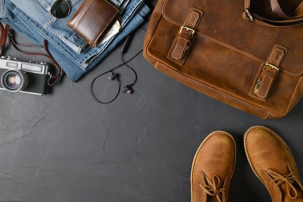 Acessórios para viagem - bolsa vintage e sapato de couro