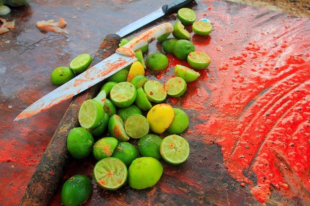 Achiote facas e limões para molho tikinchick achiote
