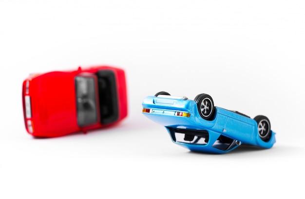 Acidente de carro acidente cena transporte e conceito de acidente isolado no branco