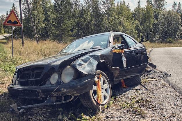 Acidente de carro em uma estrada