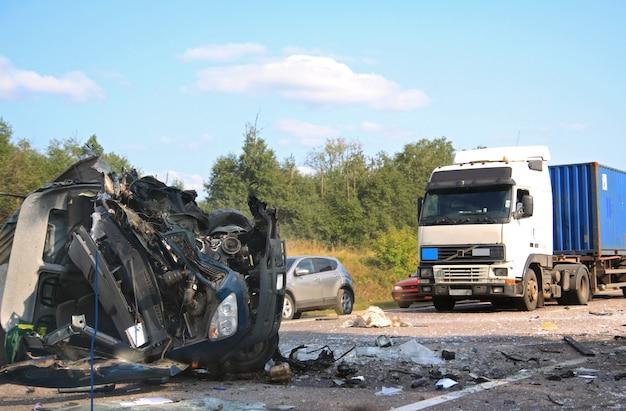 Acidente de carro na estrada