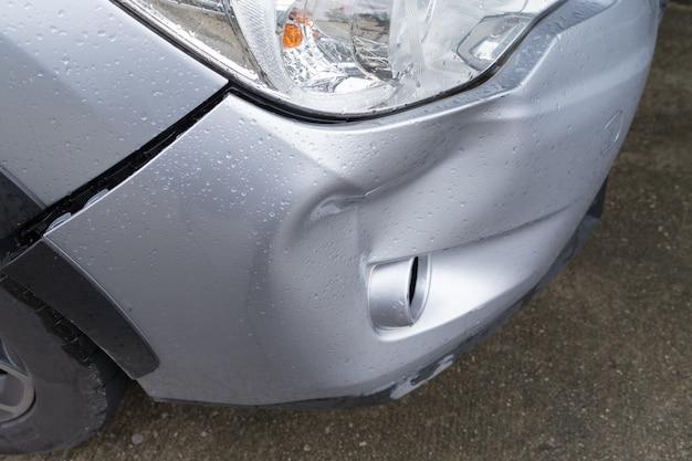 Acidente de colisão de choque de cor prata carro acidente de colapso