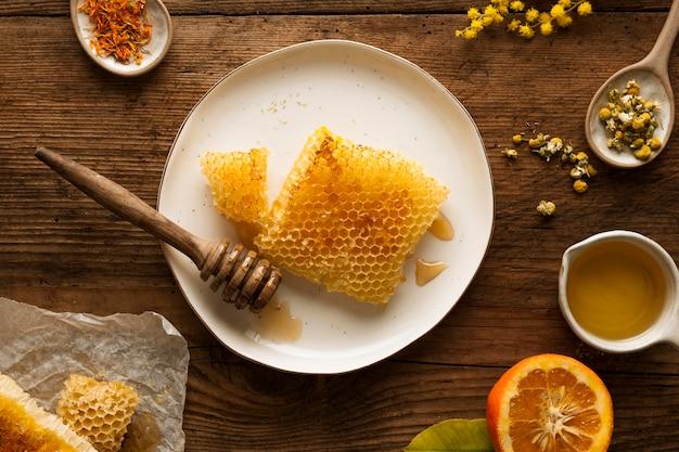 Acima, variedade de ingredientes de sabão