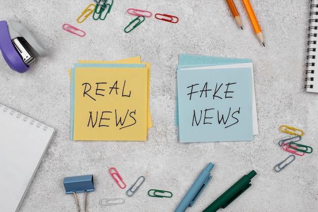 Acima, veja o conceito de notícias falsas com post-its