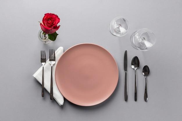 Acima veja os elementos de etiqueta à mesa