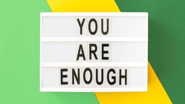 Acima, veja quadro de mensagens inspirador