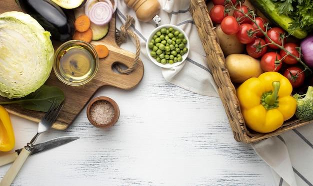 Acima veja variedade de vegetais crus