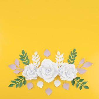 Acima vista arranjo floral com cópia-espaço