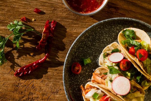 Acima vista deliciosos ingredientes de taco