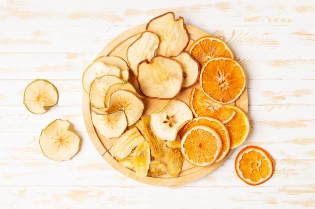 Acima vista frutas secas no prato