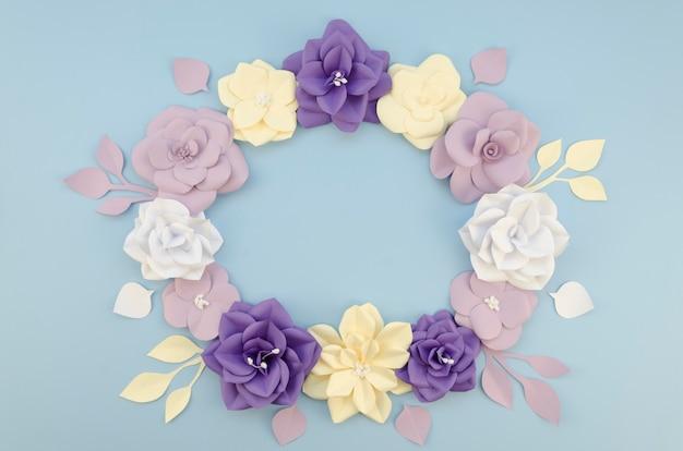 Acima vista quadro circular com lindas flores de papel