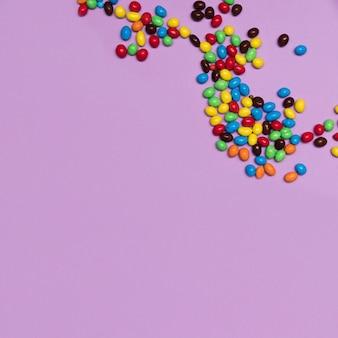 Acima vista quadro de doces com cópia-espaço
