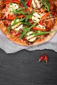 Acima vista rúcula pizza arranjo