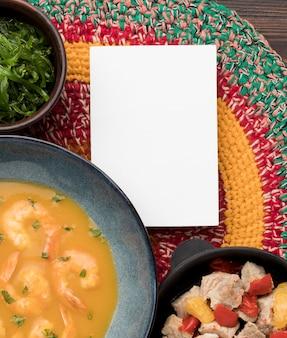Acima vista sopa brasileira de camarão