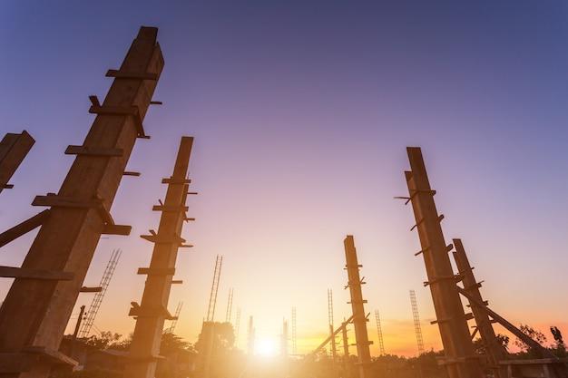 Aço de vergalhão para pilar ou pólo em processo de construção de casas